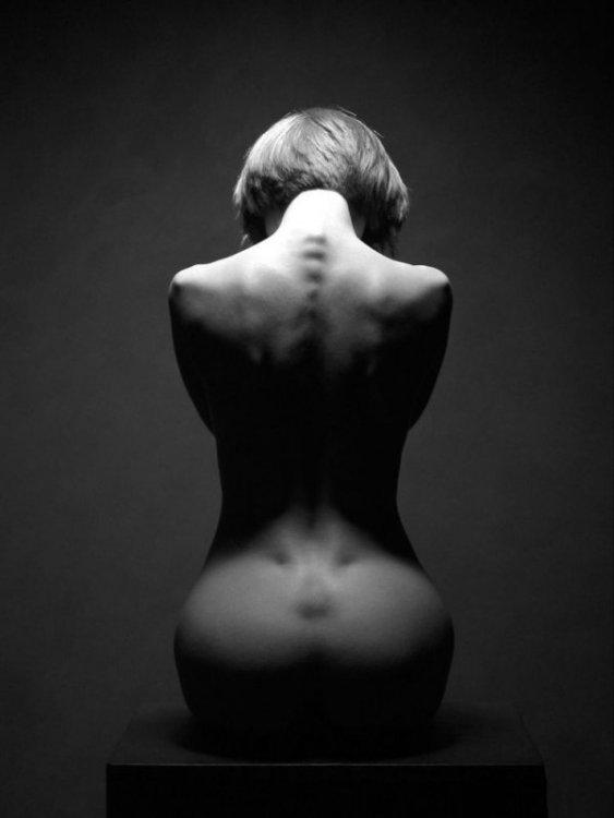 Черно белое фото девушек ню