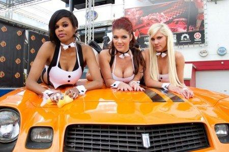 Девушки на мойке машин