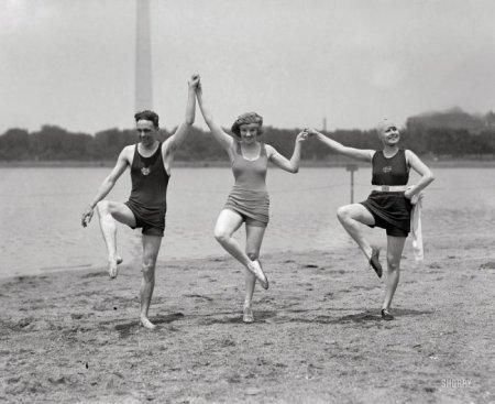 На пляже 100 лет тому назад