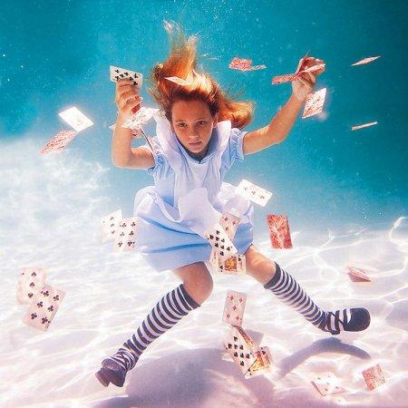 Серия фотографий Елены Калис Алиса в Подводной Стране