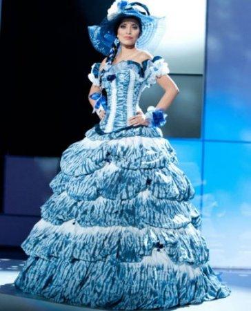 Участницы «Мисс Вселенная 2011» в национальных костюмах