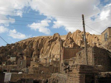 Иранская деревня Кандован в скалах
