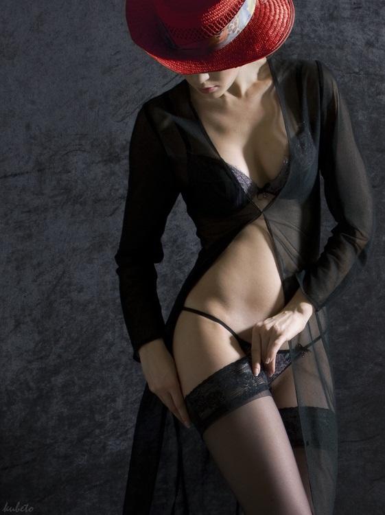 porno-devushka-kormit-molokom-devushku