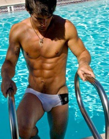 Фото голых парней в спортивных раздевалках помощь