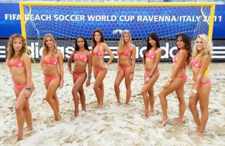 Пляжный волейбол и красивые девушки
