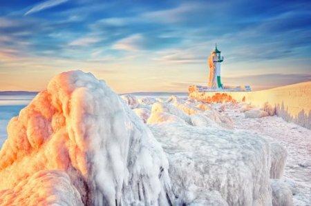 Маяки, скованные ледяной шубой